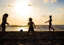 Enquêtes sur les produits solaires pour enfants : présence de substances préoccupantes